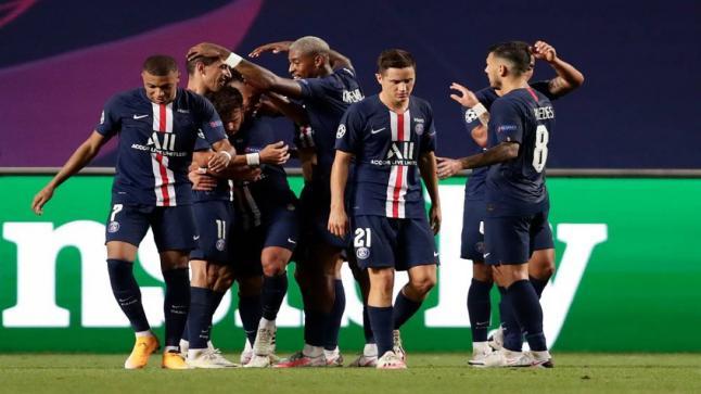 باريس سان جيرمان يصدم برشلونة ويقترب من ضم مدافع أرسنال