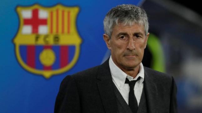 """""""من الأفضل ميسي أم ليفاندوفسكي؟"""".. مدرب برشلونة يرد"""